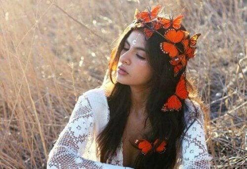 donna-con-corona-di-fiori