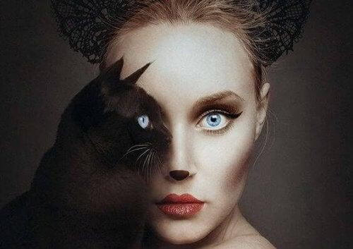 viso-di-donna-con-gatto