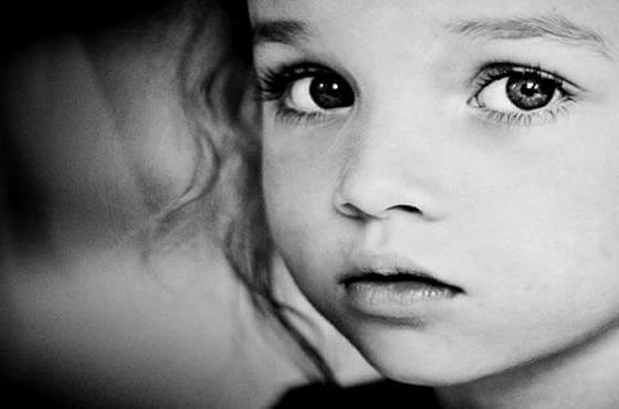 bambina-in-bianco-e-nero