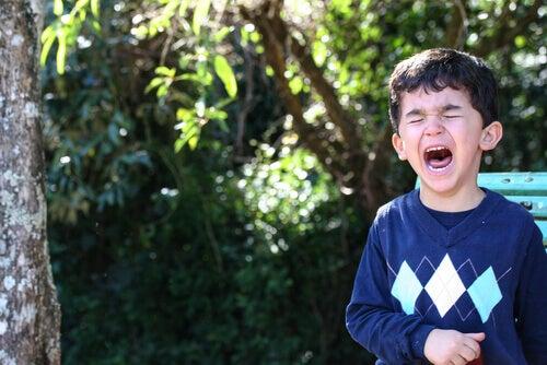 bambino-grida