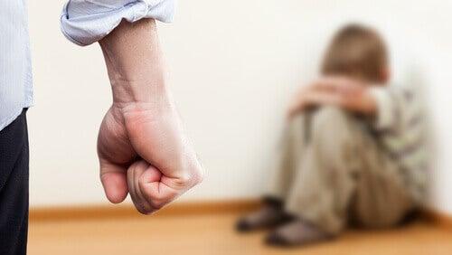 bambino-vittima-rabbia-padre