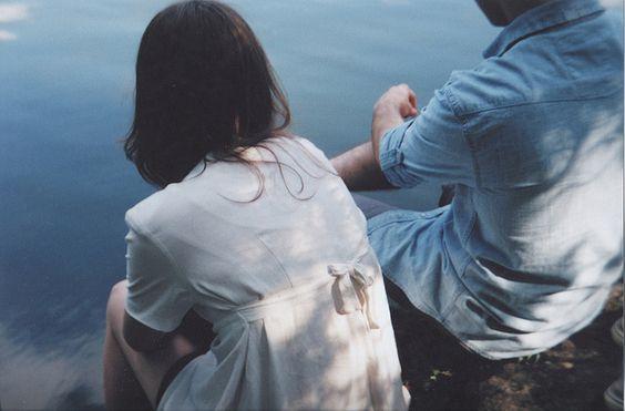 coppia-di-spalle