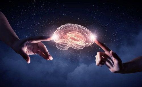 dita-che-toccano-cervello