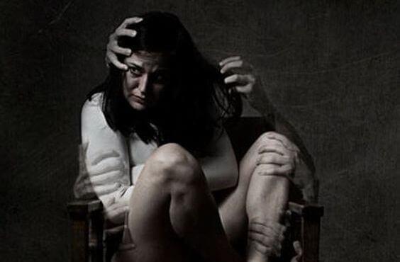 donna-spaventata