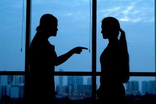 donne-che-litigano