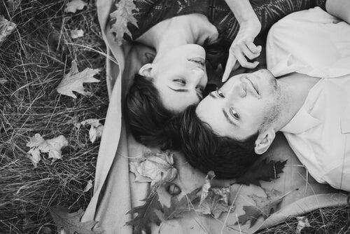 innamorati-per-terra