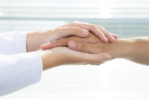 mani-medico-paziente