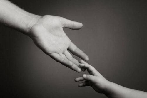 mani-padre-figlio