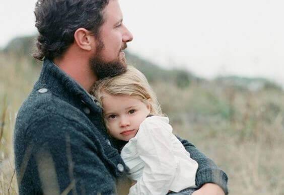 """Un padre che si prende cura dei suoi figli non """"aiuta"""", esercita la paternità"""