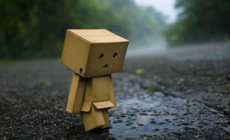 pupazzo-di-cartone-triste
