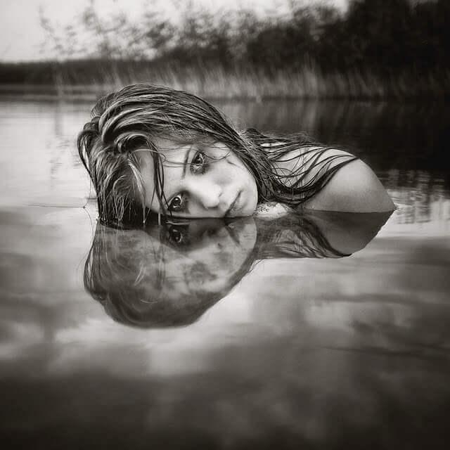 ragazza-lago