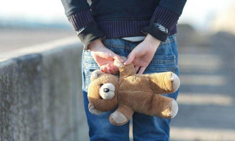 Non sono più la bambina a cui regalavi pigiami con gli orsetti