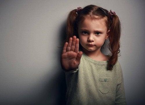 Nessun ceffone corregge un bambino, solo l'affetto può farlo