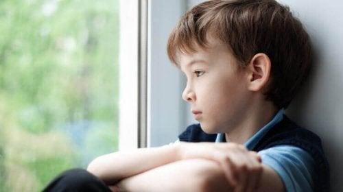 Le caratteristiche di un genitore tossico più detestate da un bambino