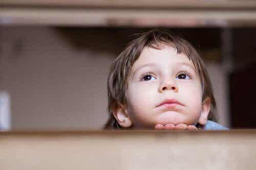 Continui avvertimenti durante l'infanzia: ansia in età adulta