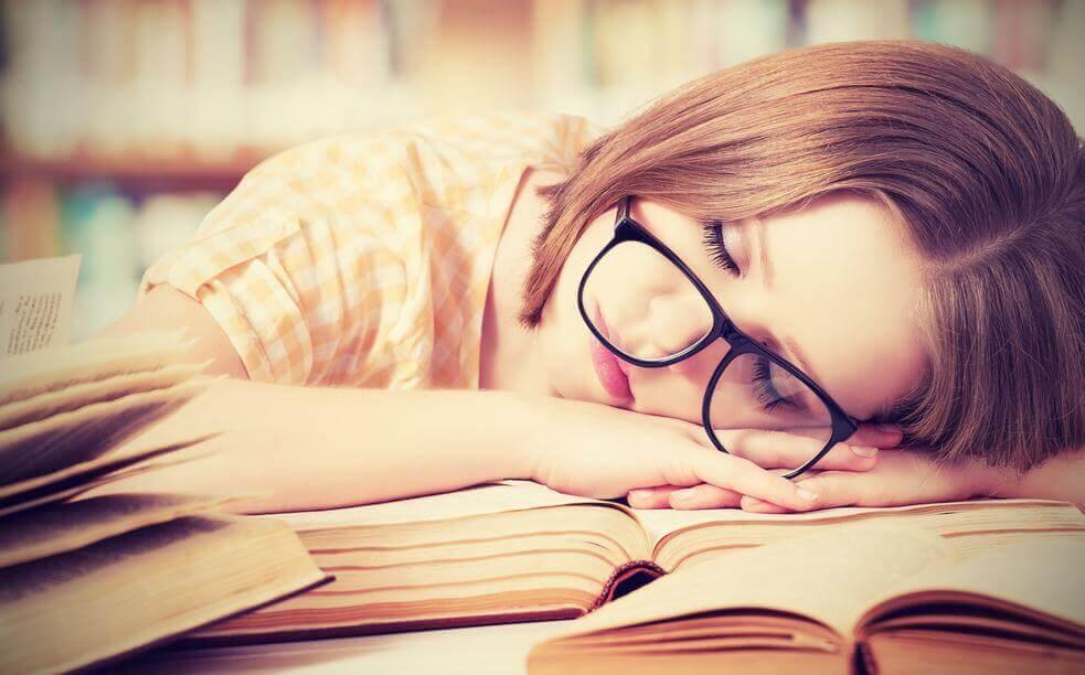 ragazza dorme