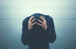 uomo con problemi di ansia