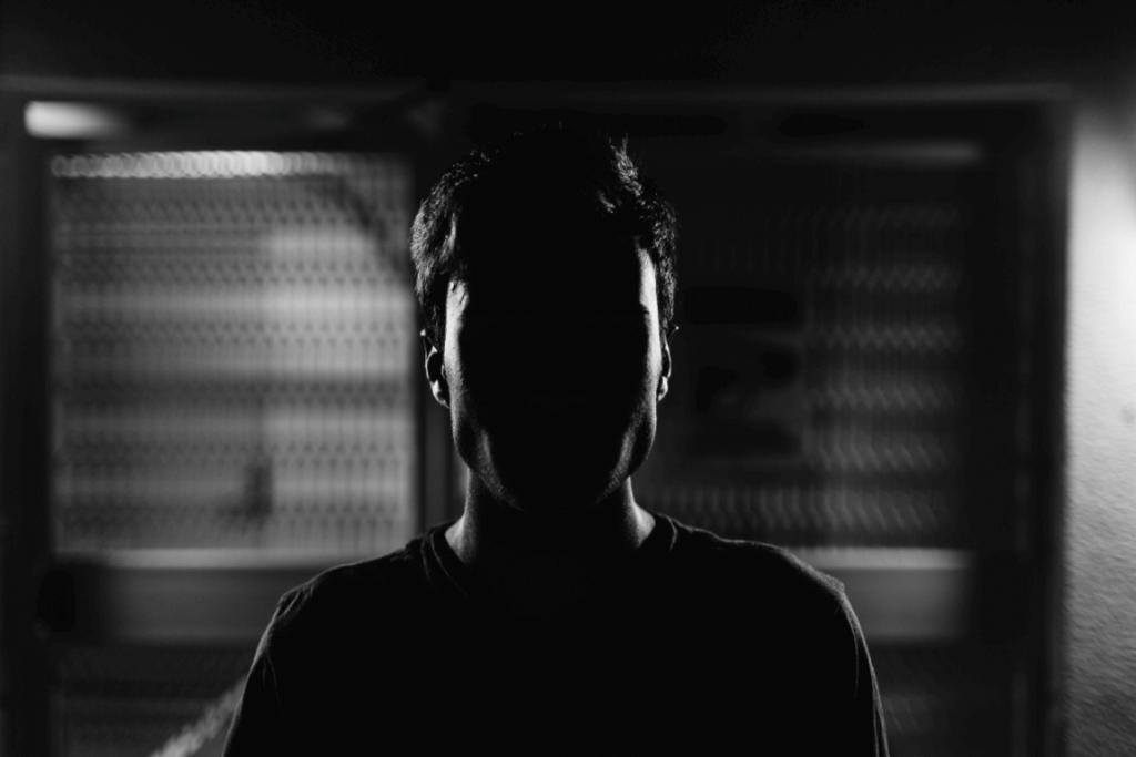 uomo in ombra