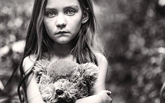 Il figlio dimenticato: infanzie nell'angolo dell'indifferenza