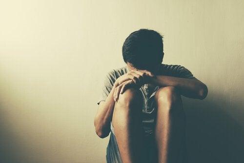 i disturbi mentali più comuni dell'adolescenza possono far soffrire molto