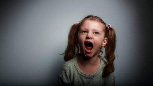 Bambina con schizofrenia infantile