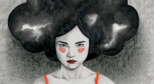 Donna con una nuvola oscura sulla testa