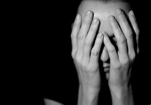 Perché è così difficile uscire da una situazione di abuso?