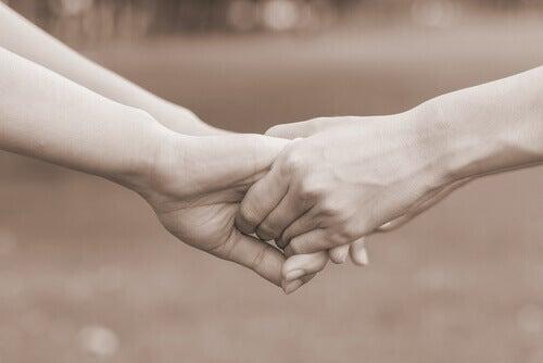 coppia unita che chiede all'altro amami davvero