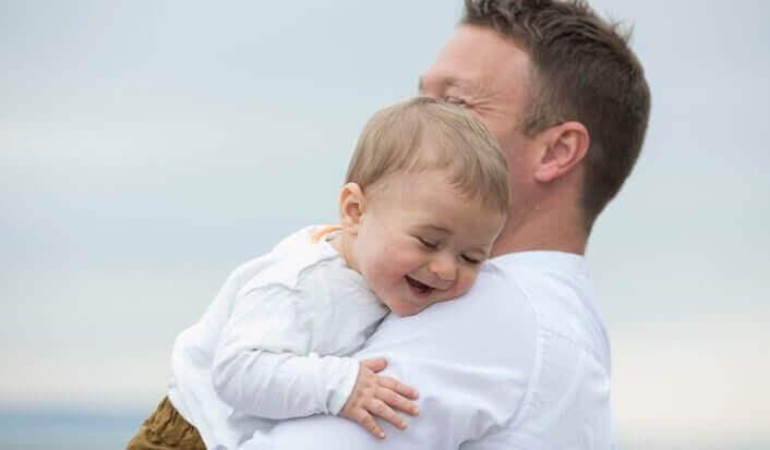 Mio figlio è sensibile e ride con suo padre