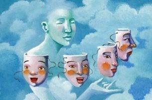 Persona che sceglie la sua maschera tra le nuvole