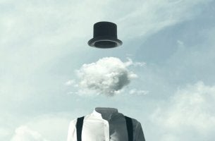 Uomo con nuvole al posto della testa