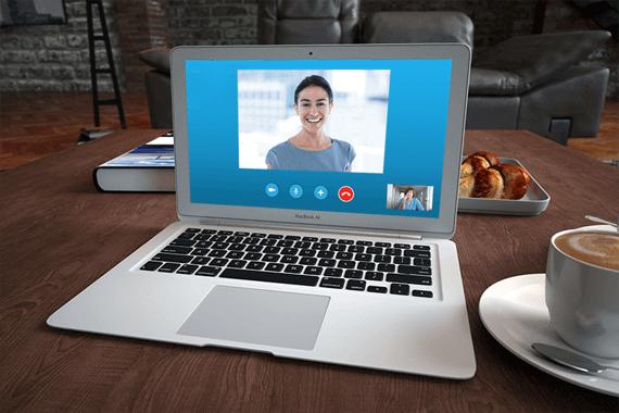 Paziente parla con il suo psicologo online