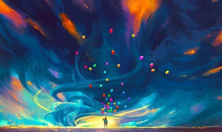 Uomo con palloncini colorati