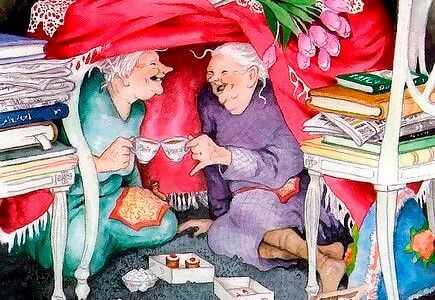 Amiche anziane che bevono tè e ridono