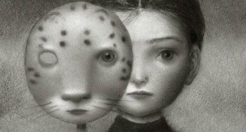 Bambina con parte del volto coperta da una maschera felina