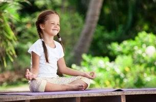 Come praticare la meditazione infantile