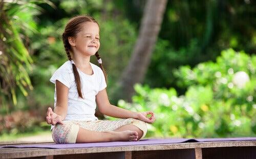 Meditazione infantile: coltivare fin da piccoli il nostro giardino interiore