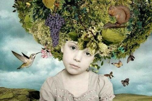 Bambina con natura in testa