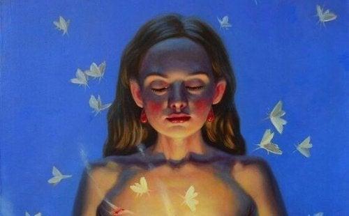 Donna con farfalle mentre pensa al successo