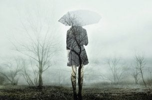 Donna di spalle dopo un trauma