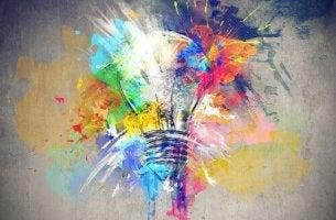 Lampadina con colori e creatività