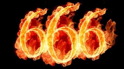 Numero 666 con fiamme