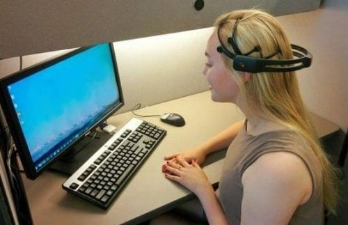 Donna sottoposta a neurofeedback