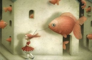 Bambina che porta a spasso un pesce perché vuole controllare gli altri