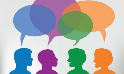 Persone che parlano