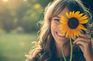 Donna sorridente persona positiva