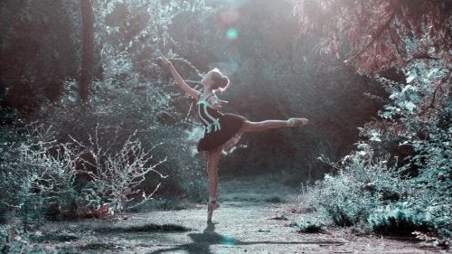 Ballerina in un bosco
