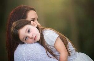 Educare senza gridare bambina e mamma
