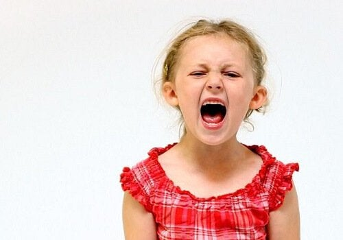 Bambina che grida