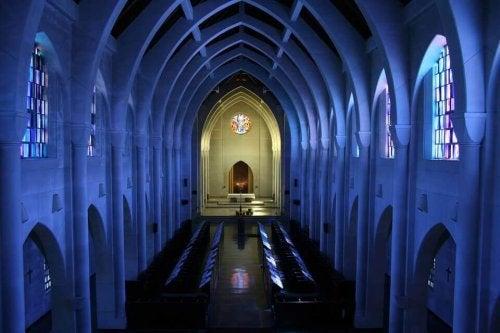 Interno della navata di una chiesa